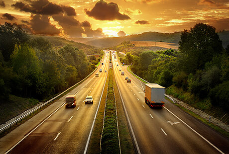Highway trafin in sunset - Stock image